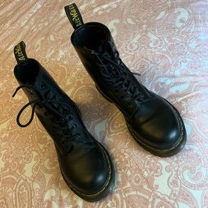 US M 7 / US L 8 Black Doc Martens